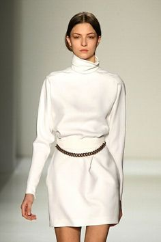Victoria Beckham Fall 2014 - Skirt and top in white Victoria Beckham, fashion, catwalk, design, designer Fashion Line, High Fashion, Fashion Beauty, Womens Fashion, Victoria Beckham Collection, Victoria Beckham Style, Fashion Addict, Everyday Fashion, Passion For Fashion