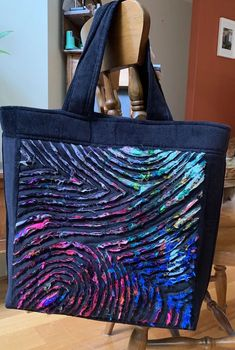 Fabric slashed b Chenille Quilt, Rag Quilt, Bag Pattern Free, Patchwork Bags, Denim Patchwork, Textiles, Recycle Jeans, Denim Bag, Fabric Manipulation
