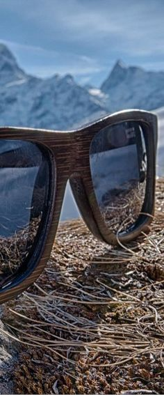 0d19778c57 Picture perfect view of Woodzee Trinity bamboo sunglasses in Grindelwald