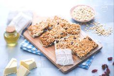 Le barrette di frutta e cereali sono degli snack sani e golosi a base di avena,  perfetti per la merenda di bambini e ragazzi di tutta le età!
