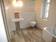 bad fliesen sandstein optik hell entspannt fenster bad. Black Bedroom Furniture Sets. Home Design Ideas