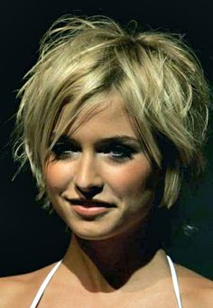 Long pixie cut with bangs is one of the biggest trends of this season. So we have gathered Long Pixie Hairstyles with Bang that you will absolutely love! Long Pixie Cuts, Short Hair Cuts For Women, Short Cuts, Short Thick Hair, Thick Hair Pixie, Messy Pixie, Curly Pixie, Short Blonde, Short Pixie