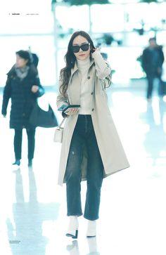 Taeyeon Jessica, Jessica & Krystal, Krystal Jung, Snsd Fashion, Korean Fashion, Female Fashion, Airport Style, Airport Fashion, Jessica Jung Wonderland