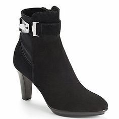 Aquatalia Riyan boots.  They're very similar to the Aquatalia Rouge boots that #KateMiddleton wears but on #SALE