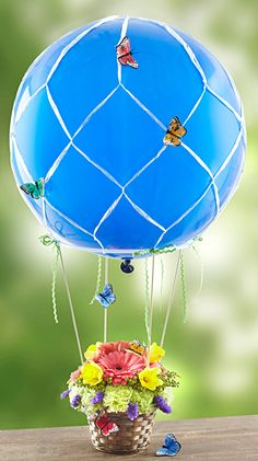 Looking for an amazing DIY Mother's Day craft? Lifestyle expert Julie Mulligan shows you how to make a floral hot air balloon for mom that she will LOVE! Butterfly Balloons, Butterfly Party, Balloon Flowers, Diy Mother's Day Crafts, Mother's Day Diy, Mothers Day Crafts, Party Decoration, Balloon Decorations, Birthday Decorations