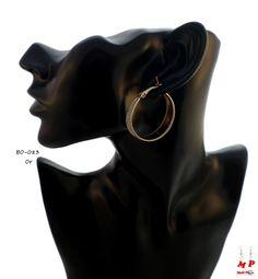Boucles d'oreilles petits anneaux dorés et paillettes argentées. Diamètre: 3,5cm.