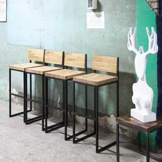 сиденье - гладкое / отделка дерева - натуральный дуб / отделка металла - черный