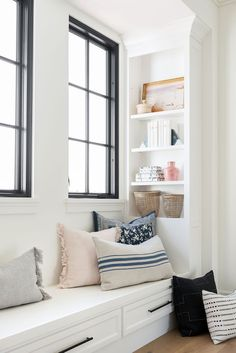 Exclusive Designer Pillows and Built-In Styling for a corner nook in living room room decor Living Room Interior, Home Decor Bedroom, Home Living Room, Apartment Living, Living Room Decor, Bench In Living Room, Master Bedroom, Kitchen Living, Room Kitchen