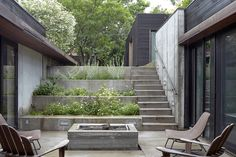 Kansas City, architect Josh Shelton of El Dorado Inc - A stepped concrete garden planted with herbs and flowers marks the descent to the house. The courtyard is the focal point of the U-shaped… Dwell Modern Exterior, Exterior Design, Modern Roofing, Outdoor Spaces, Outdoor Living, Terraced Backyard, Concrete Garden, Terrace Garden, Sunken Garden