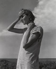Find the latest shows, biography, and artworks for sale by Dorothea Lange. Dorothea Lange spent her life documenting humanity through her revealing, empathet… Martin Munkacsi, Documentary Photographers, Famous Photographers, Robert Mapplethorpe, Vintage Photographs, Vintage Photos, Dorothea Lange Photography, Fotografia Social, Country Women