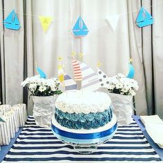 La bellissima torta per Ale #onde #cake #torta #cakedesign #waves #sailboat #party #decoration #stripes #bandieragialla