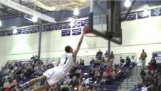 Un joueur de basketball de highschool fait un dunk fabuleux! http://danslaction.com/fr/un-joueur-de-basketball-highschool-fait-un-dunk-fabuleux/