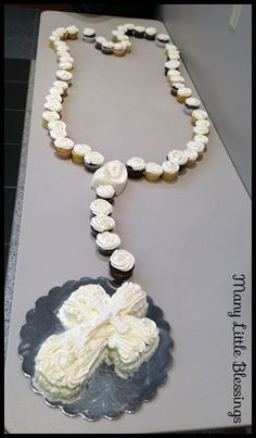 rosary cupcakes- these are absolutely beautiful and you can make them yourself!