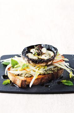 Roasted Mushrooms, Stuffed Mushrooms, Gourmet Recipes, Vegetarian Recipes, Walnut Pesto, Blue Cheese, Tray Bakes, Vegan, Lunch