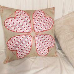 Kissen mit Kleeblatt Applikation Throw Pillows, Applique Pillows, Leaf Clover, Toss Pillows, Cushions, Decorative Pillows, Decor Pillows, Scatter Cushions