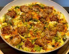 Klopsiki duszone w młodej kapuście - Blog z apetytem Bon Appetit, Hot Dogs, Curry, Food And Drink, Dishes, Chicken, Baking, Vegetables, Breakfast