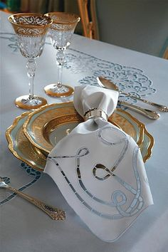 Linen napkins with embroidery, lace or other decorative features,