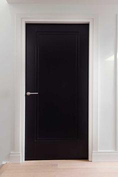 Zwarte luxe paneeldeur type Amsterdam met hoge plint Interior Door Colors, Black Interior Doors, Black Doors, Simple Interior, Interior Concept, House Doors, Room Doors, Main Entrance Door Design, Modern Front Door