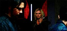 Clarke looks at Bellamy when she makes the decision.