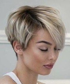 Tendance Coupe & Coiffure Femme Description I really need my bangs to lay like these! Short Pixie Haircuts, Short Bob Hairstyles, Layered Hairstyles, Hairstyles 2018, Asymmetrical Haircuts, Ladies Hairstyles, Wedge Hairstyles, Natural Hairstyles, Asymmetrical Bob Short