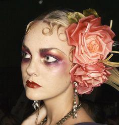 Caroline Trentini backstage at John Galliano Spring 2008 Goth Makeup, Makeup Inspo, Makeup Inspiration, Beauty Makeup, Hair Beauty, 1920s Makeup, Beauty Tips, Maquillage Goth, Caroline Trentini