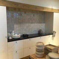 Keuken Kitchen Dinning Room, Kitchen Time, Kitchen Decor, Küchen Design, Interior Design, Belgian Style, Interior Inspiration, Home Kitchens, Living Room Decor