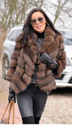Incredibile 10 Winter Jackets Fashion that are Perfect Add-ons to Your Outfits Grande Super Faux Fur Jacket - 10 Wi. Fur Fashion, Look Fashion, Fashion Outfits, Womens Fashion, Jackets Fashion, Fur Coat Outfit, Look Blazer, Vetement Fashion, Cute Coats