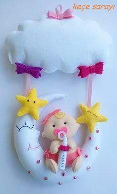 Baby Crafts, Felt Crafts, Fabric Crafts, Diy And Crafts, Crafts For Kids, Felt Wreath, Shower Bebe, Baby Mobile, Felt Baby