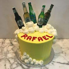 Tarta buttercream cerveza. Cupcakes, Birthday Cake, Desserts, Food, Lolly Cake, Candy Stations, Themed Cakes, Ale, Tailgate Desserts