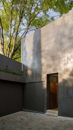 DCPP arranges dark-walled Mexico City house around two courtyards Residential Architecture, Landscape Architecture, Interior Architecture, Landscape Design, Concrete Architecture, Modern Interior, Interior Design, Tadelakt, Concrete Building