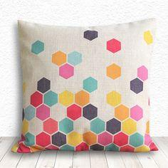 Un joli coussin multicolore à réaliser avec les peintures pour tissus #Setacolor de #Pébéo !