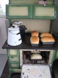 this old stove/oven would go good in your home. Wood Burning Cook Stove, Wood Stove Cooking, Kitchen Stove, Old Kitchen, Country Kitchen, Vintage Kitchen, Kitchen Decor, Cooking Pork, Country Living