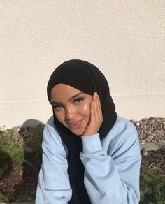 Modern Hijab Fashion, Muslim Fashion, Modest Fashion, Beautiful Muslim Women, Beautiful Hijab, Aesthetic Shirts, Hijabi Girl, Muslim Girls, Types Of Fashion Styles