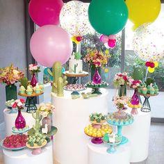 Incrível festa com o tema Cactos!💕🌵 Credito: @petite_partie Foto @patimagnanifotografia  Mesas @brupefestas  Peças @ideiaunica  Balões @balaocultura  Flores @flordacidadesp  Bolo e doces decorados @dolcefavola  Macarrons @tammymontagna  Brigadeiros gourmet @seubrigadeirobyrodrigo  #Festainfantil #Festacactos #Cactos #FestaMenina Fiesta Party Favors, Birthday Cake, Candy, Desserts, Embellishments, 30 Year Anniversary, 15 Years, Feminine Decor, Invitation Ideas