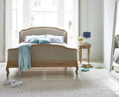 Joëlle bed in our Thatch house fabric