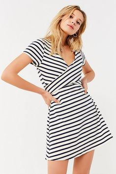 Motel savannah cold shoulder dress in white and black