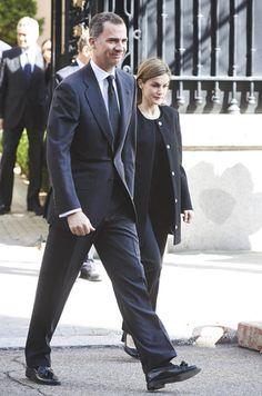 Letizia et Felipe VI partagent la douleur des Belges à l'ambassade de Belgique à Madrid le 23 mars 2016
