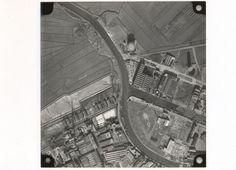1951: Rechts de Belcrumhaven met uiterst rechts Backer en Rueb. In het midden fabriekscomplex van de Hollandse Kunstzijde Industrie (HKI) en Gildewijk
