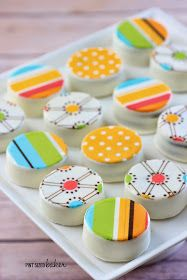 Pint Sized Baker: How to Add Edible Images to Oreos