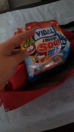 @Vidal_Golosinas Mirad que sale del bolso de mi peque...y no son chupetes...ni toallitas....son mi vicio jjjjee pic.twitter.com/V6Bdrs226u