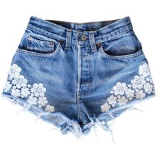 Lace Bliss (160 BRL) ❤ liked on Polyvore featuring shorts, bottoms, pants, short, flower print shorts, ripped shorts, torn shorts, floral printed shorts and short shorts