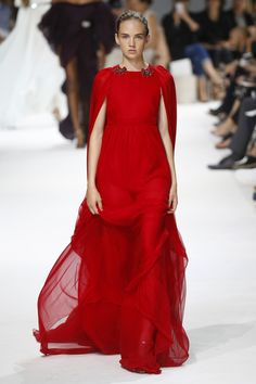 LOVE this! red as blood!! Giambattista Valli | Haute Couture - Autumn 2016 | Look 42