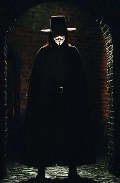 V pour Vendetta : Photo Hugo Weaving V For Vendetta 2005, V For Vendetta Movie, V Pour Vendetta, V For Vendetta Costume, Hugo Weaving, Movies Showing, Movies And Tv Shows, V For Vendetta Wallpapers, Arte Hip Hop