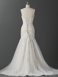 wish i could post the front and back of this dress... it is absolutely perfect in every single way lol