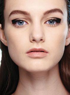 squared off eyeliner