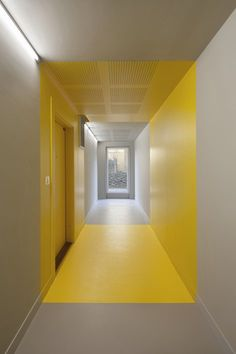 Home, Parigi, 2015 - Hamonic + Masson, Comte & Vollenweider Architectes #yellow Office Interior Design, Office Interiors, Interior And Exterior, Interior Garden, Modern Interior, Modern Furniture, Flur Design, Wall Design, House Design