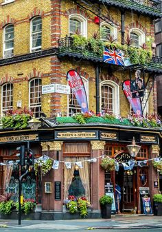 The Albert Tavern - London, England