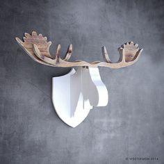 'Moose Ølav' van steigerhout. Dit is Ølav, de broer van Henk en Harry, stoere steigerhouten elandkoppen voor aan je muur. Prachtig voor boven de open haard, in het trappengat of aan een lange wand. Afmeting: gewei 88 cm breed Kleur: wit/naturel, naturel of zwart Verkoopprijs: Naturel: € 199,- Wit / naturel: €209,- Zwart: €219,- Like w00tdesign op Facebook voor een kijkje achter de schermen. w00tdesign Oranjeboomstraat 64 4812 EK Breda E-mail: info@w00tdesign.nl
