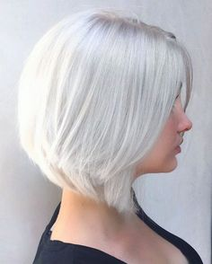 Beautiful icy white blonde on Sammi, and a layered slightly angled Lob. ❄️