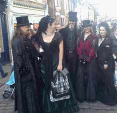 http://www.toile-gothique.com/forum/img/attached/1118-whitby-2-1222505583.gif